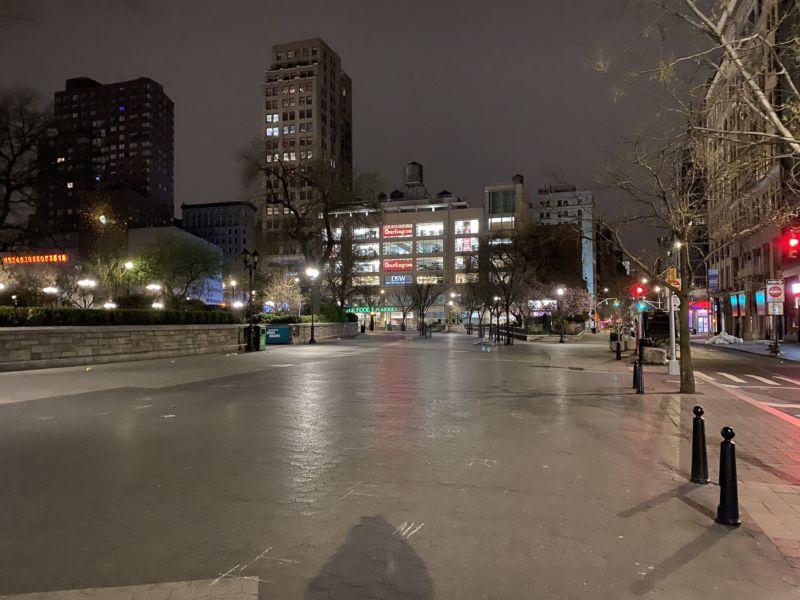Union Square under quarantine. Photograph by Luigi Cazzaniga.